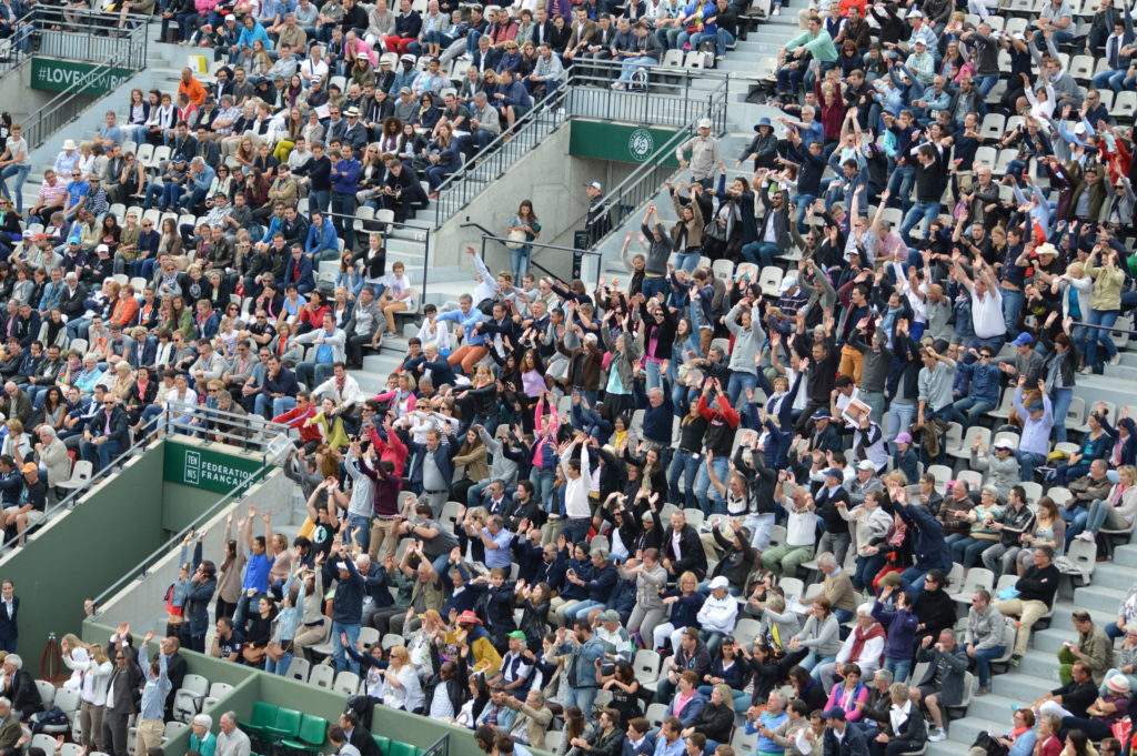 Mexican wave on Suzanne Lenglen